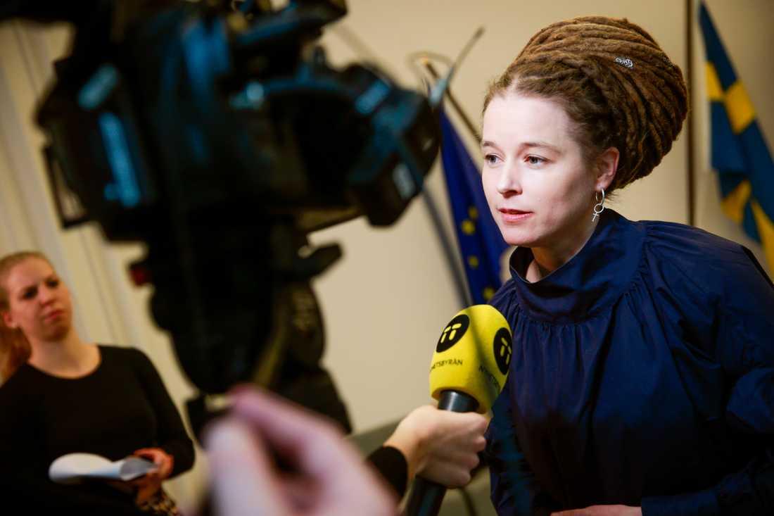 Kulturminister Amanda Lind under onsdagens pressträff.