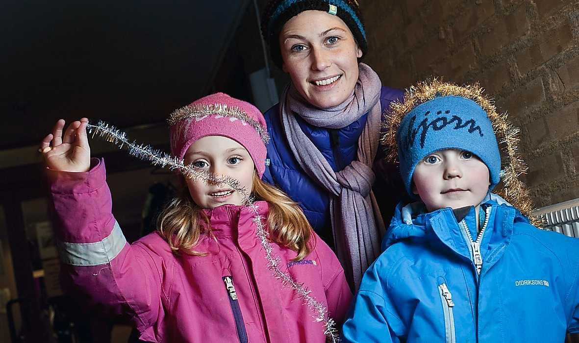 """Helena Lohmann, 37, mamma till Tilda, 6, och Victor, 4, på förskolan Skatan i Stockholm förstår fotoförbudet. """"Jag tycker faktiskt att förbudet är bra. Det är lätt hänt att bilder sprids på nätet"""", säger Helena Lohmann."""