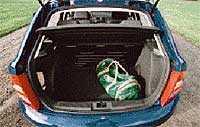 bagageutrymmet Bagaget i Skoda rymmer 218 liter. Ömtålig, lackad stötfångarkant bör aktas.
