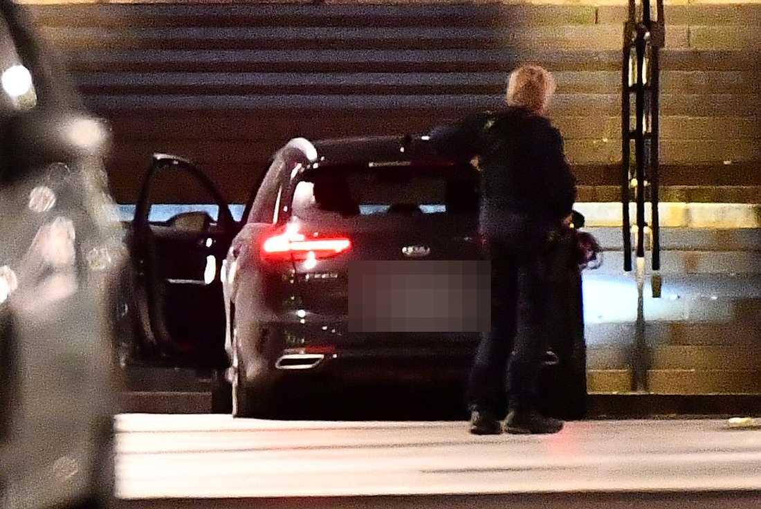 En person har hittats skjuten i Stockholmsförorten Vällingby.