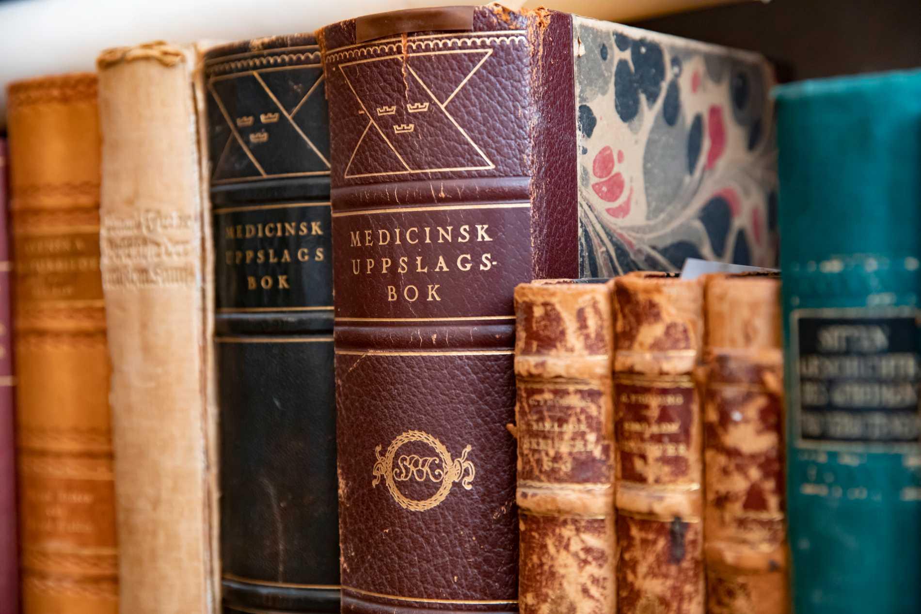 Fina bokhyllor har seglat upp som attraktiv bakgrund i zoom-tider. Men det är ju innehållet, inte boken i sig som betyder något, skriver Anna Andersson.