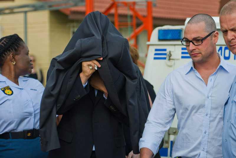 Pistorius på väg mot rättssalen.