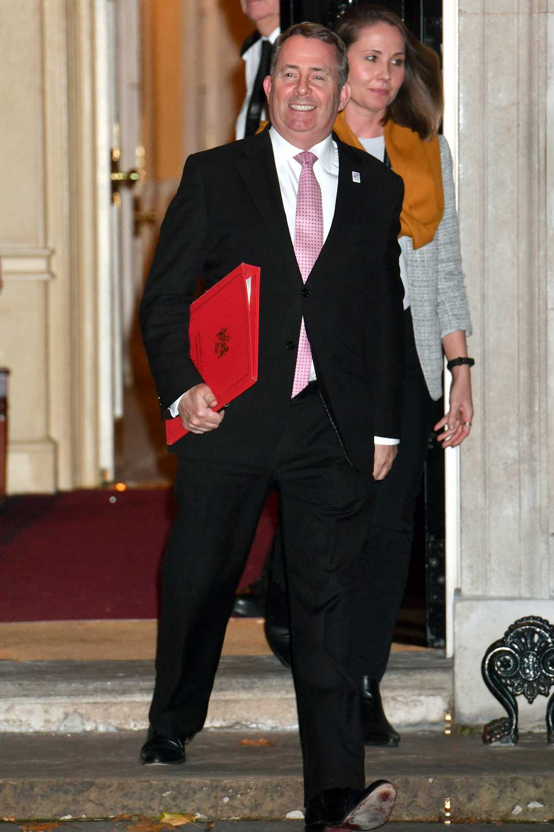 Liam Fox, Storbritanniens minister för internationell handel, lämnar Downing Street 10 på tisdagskvällen.