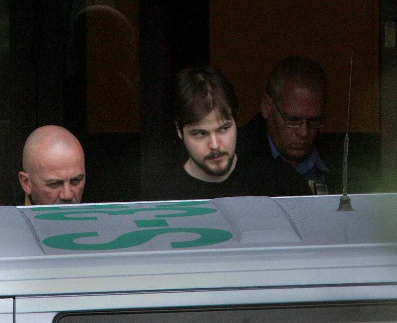 """""""Sjuk och farlig"""" Både Leif GW Persson och Ulf Åsgård anser att Anna Lindhs mördare Mijailo Mijailovic borde dömts till vård i stället för fängelse. """"Opinionen för ett fängelsestraff var enormt stark och domstolen föll för trycket"""", säger Åsgård."""