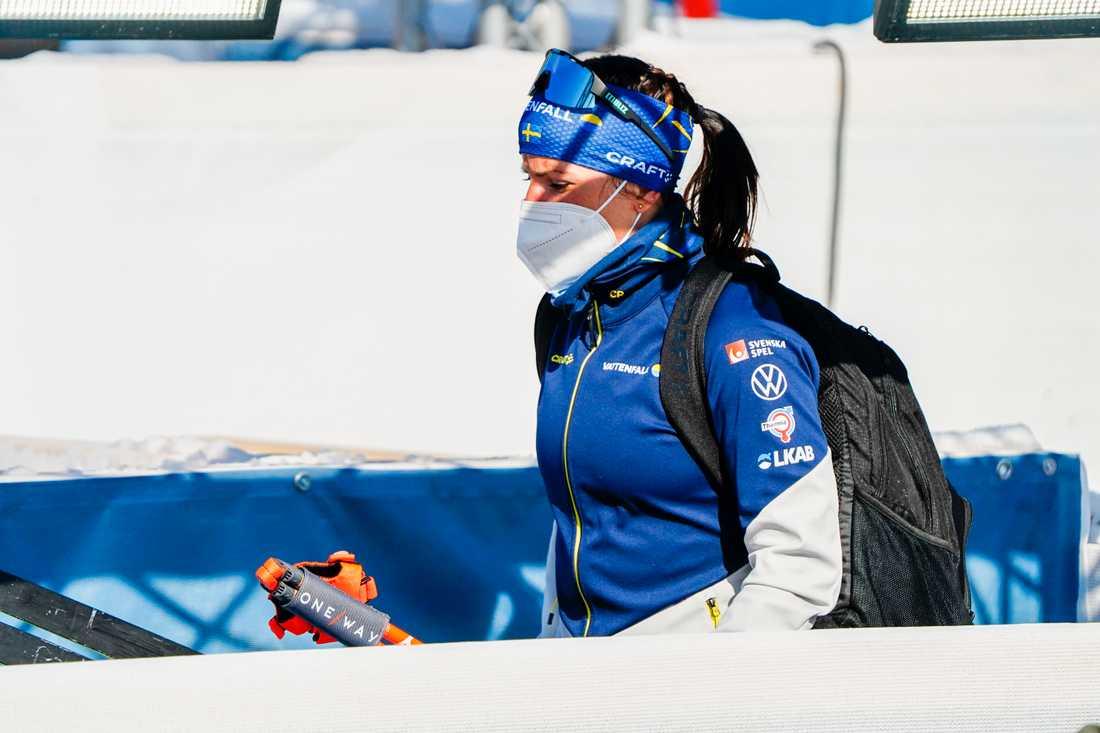 Charlotte Kalla fick bryta sitt första lopp i karriären i tremilen i VM i Oberstdorf.