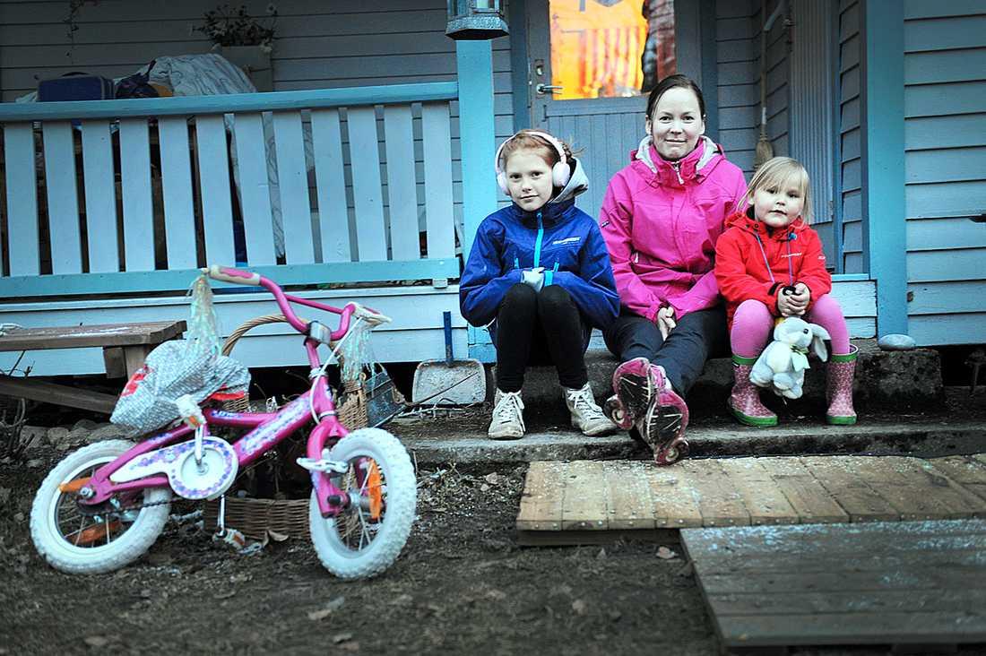 Sarianne Segersten, 32, i Söderköping, håller koll på bra fynd hela tiden och hon gör ingen skillnad i påsk. Hon har redan lagt ut flera annonser för vårkläder till barn, som döttrarna Elin, 10, och Julia, 4, vuxit ur.
