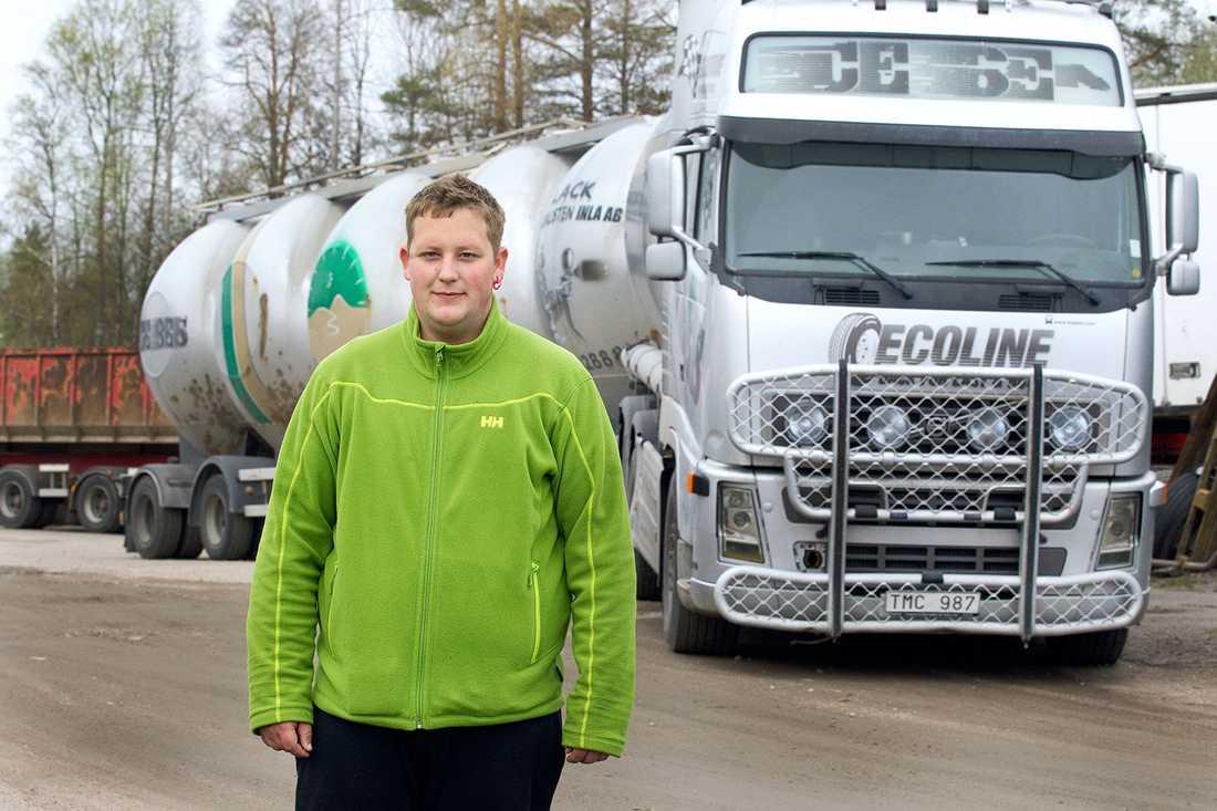 Mattias dröm har alltid varit att köra timmerbil.