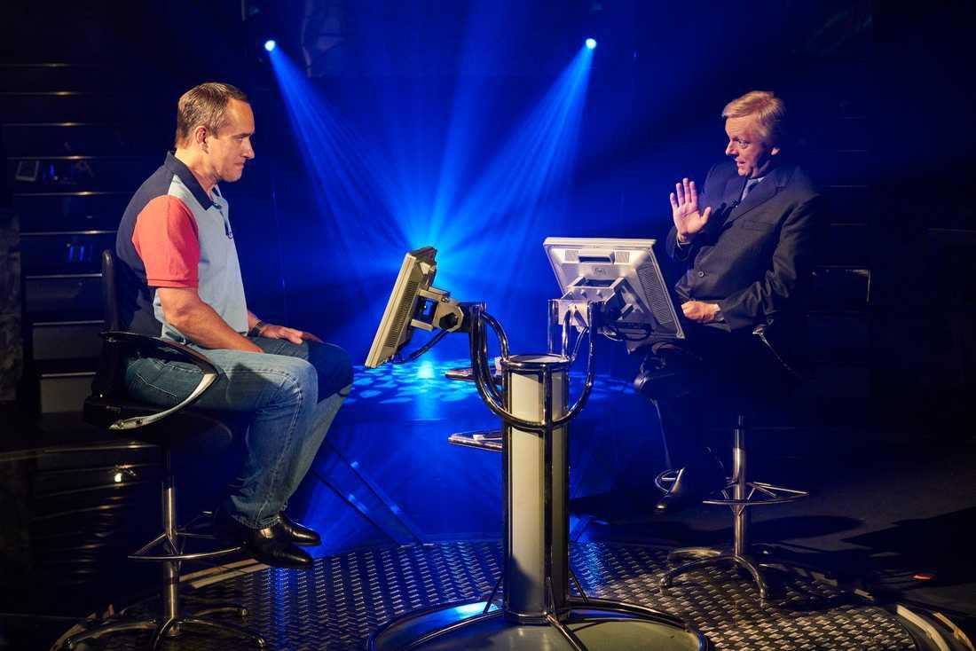 """Matthew MacFadyen och Michael Sheen i """"Quiz""""– tv-serien som baseras på en verklig händelse. Pressbild."""