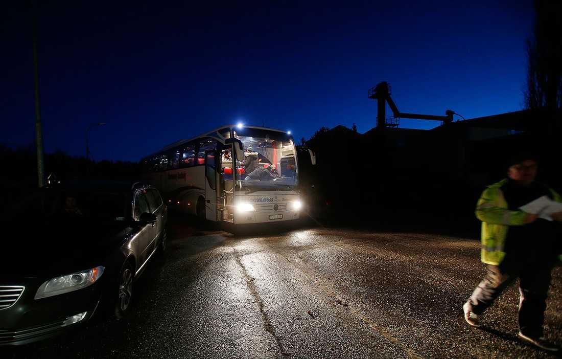 Bussen anländer till Viskan.