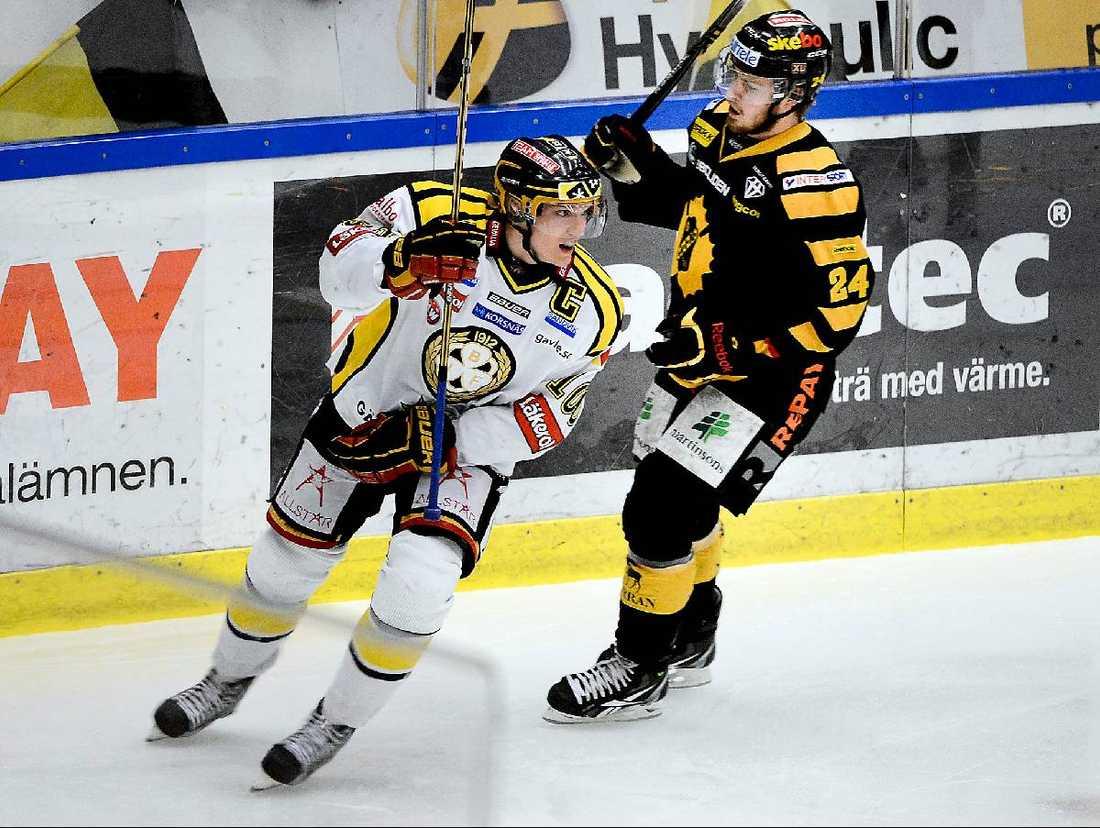 MÄSTARE  Efter knappt halva matchen satte Jakob Silfverberg 2–1 för Brynäs. I det läget var Gävlelaget svenska mästare...