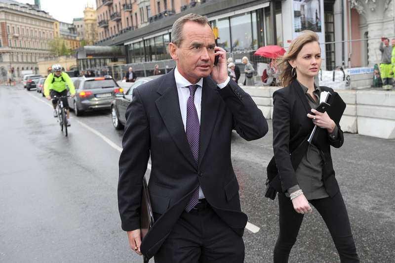 Ian H Lundin, styrelseordförande för Lundin Petroleum i Sverige, utanför Grand Hôtel i Stockholm när oljejätten hade sin bolagsstämma tidigare i maj. Eftersom bolaget vägrade en oberoende granskning säljer Folksam alla 3,8 miljoner aktier i bolaget.