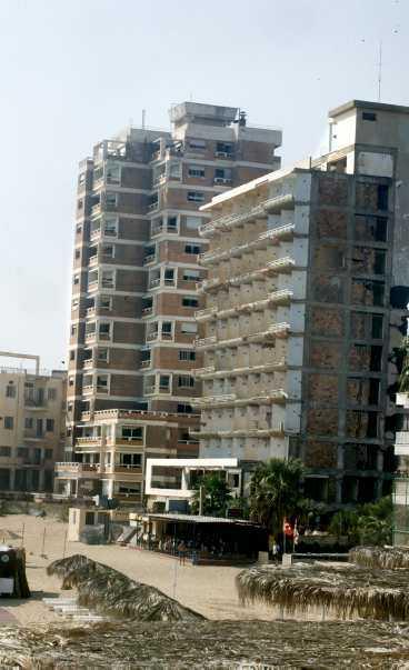 Övergivna hotell står på rad i Famagusta i ett inenmansland alltsedan Turkiets invasion 1974.