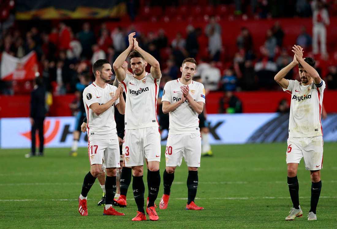 Sevillas manager Joaquin Caparros har drabbats av leukemi.
