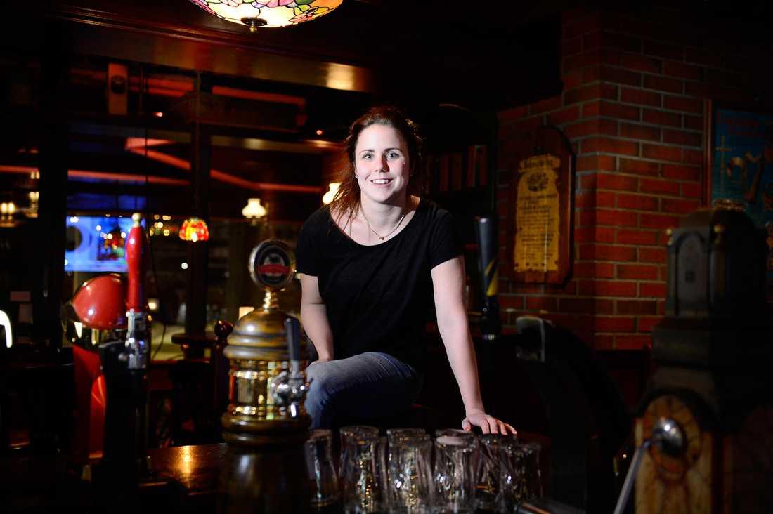 """Therese Hellström, 24, bartender, Oslo Om man får höra något är det oftast skämtsamt. Om man säger något de inte håller med om får man höra """"jaha, du är svensk""""."""
