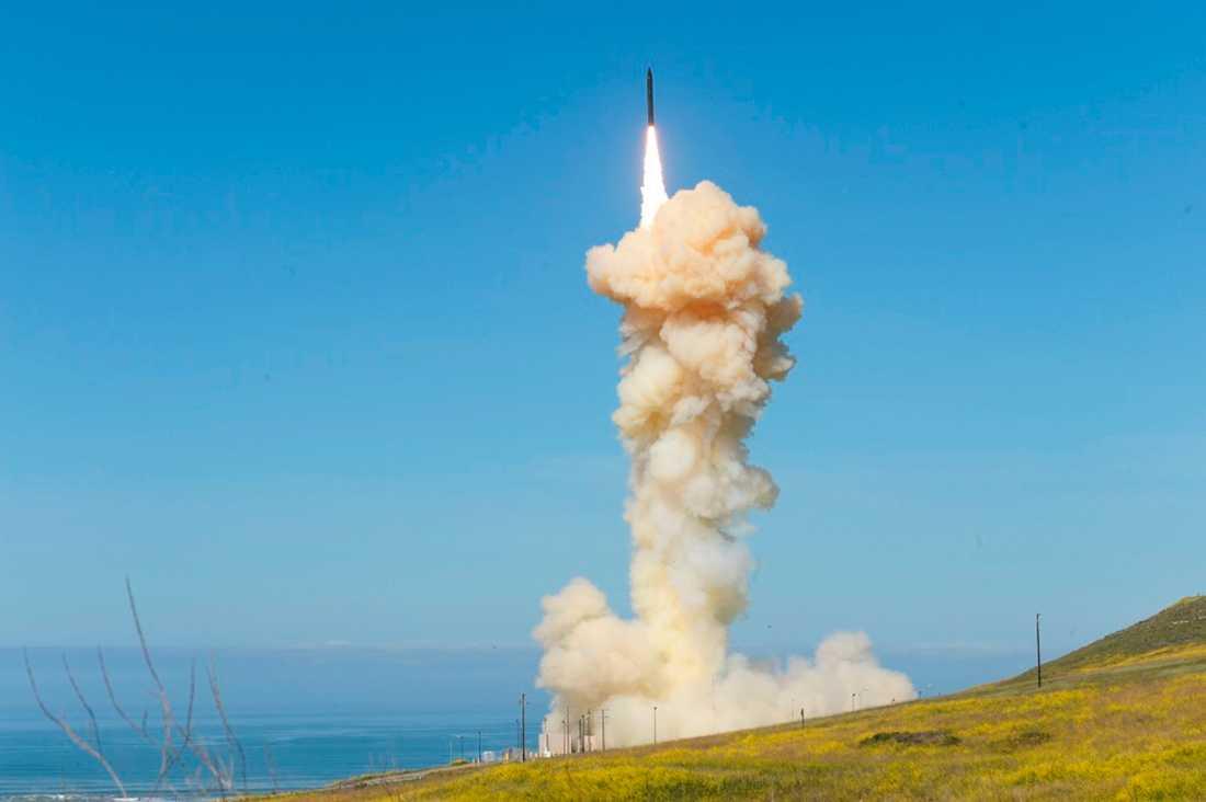 Robotförsvarssystemet testades i Vandenberg i Kalifornien på måndagen.