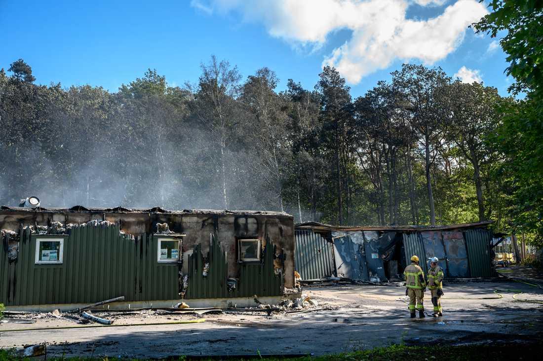 Dagen efter storbranden i Göteborg är bara rykande ruiner kvar av idrottshallen i Slottsskogen.