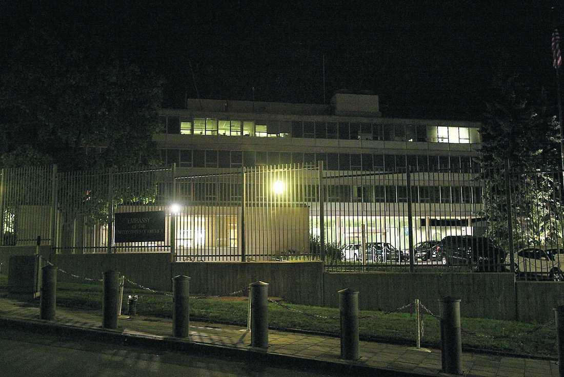 rapporterade till USA Enligt hemliga dokument som Aftonbladet tagit del av är det amerikanska ambassadens andrechef i Stockholm, Robert Silverman, som signerat de hemliga telegrammen om Sveriges muslimer.