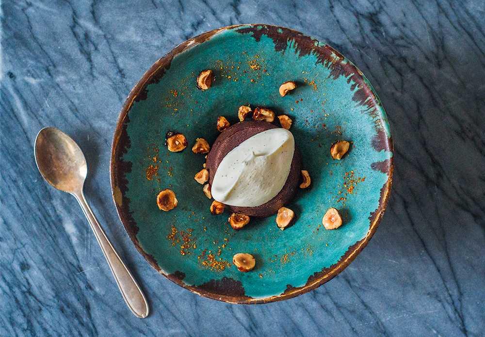 Chokladfondant med karamelliserade hasselnötter