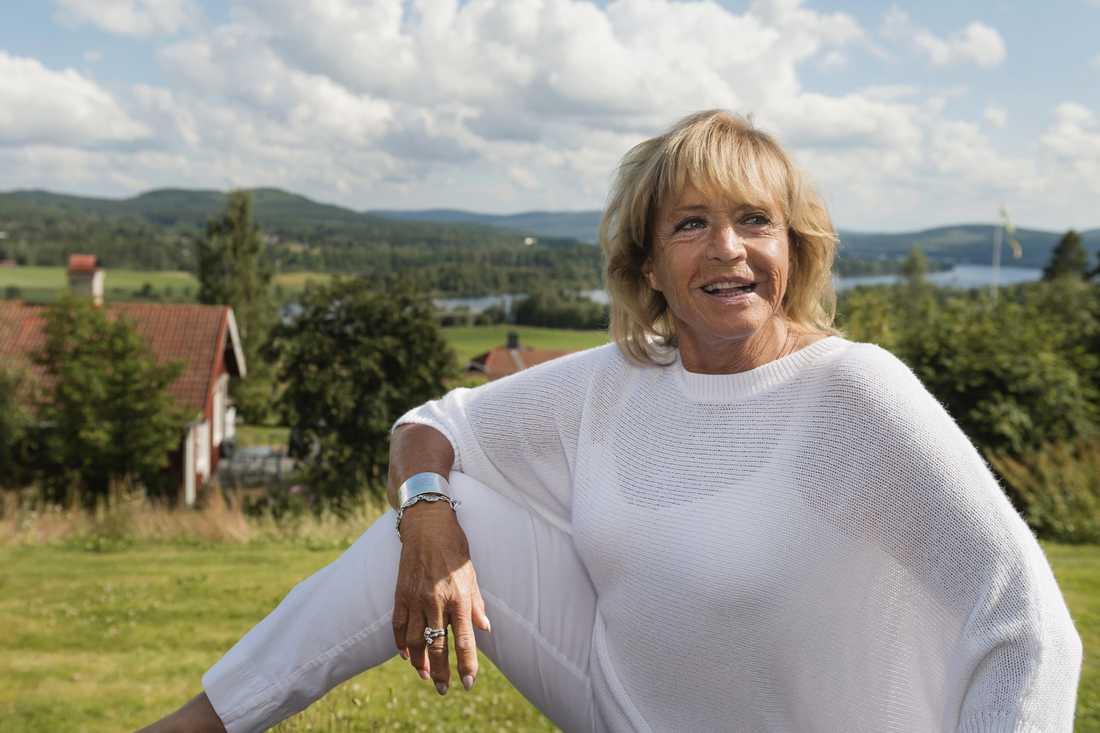 """Barbro """"Lill-Babs"""" Svensson i sitt hem i Järvsö 2014, i samband med 60-årsfirandet av hennes första skiva."""