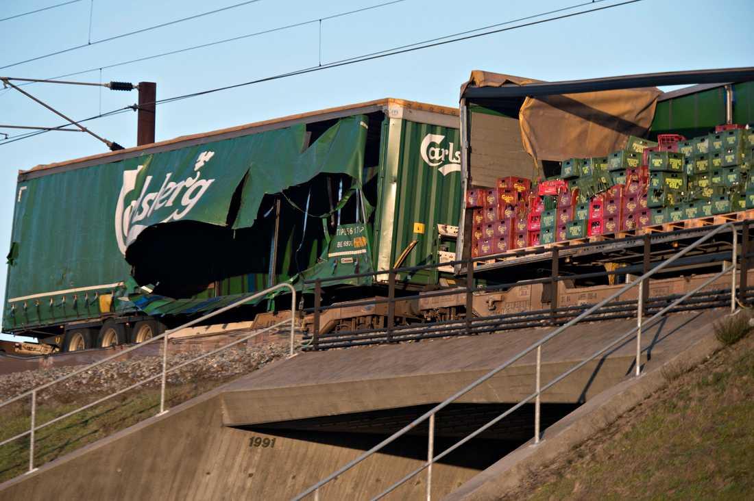 Godståget från vilket föremål lossnat och träffat persontåget, som färdats i motsatt riktning, på Stora Bältbron.
