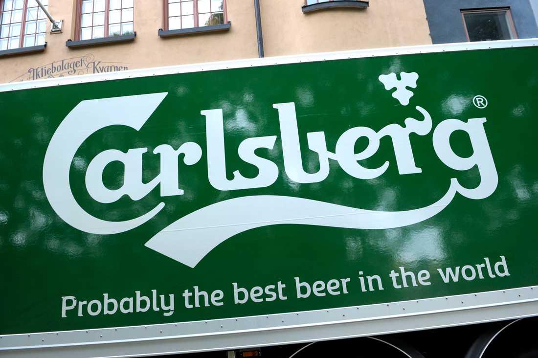Bryggeriet Carlsberg ska sluta med plastemballage runt ölburkarna. Arkivbild