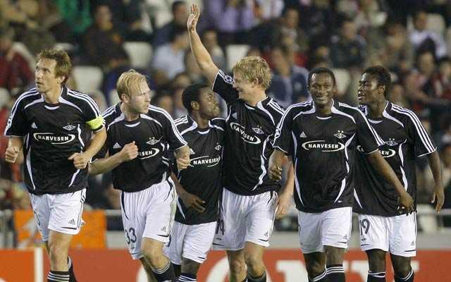 Rosenborgspelarna firar efter ett av Steffen Iversens mål mot Valencia.