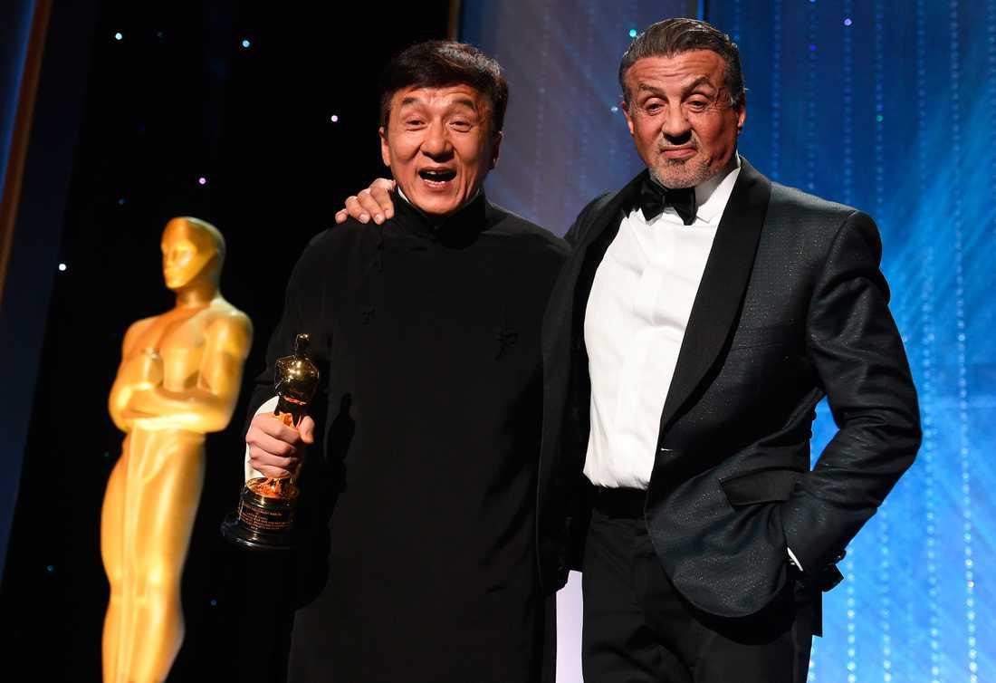Jackie Chan tillsammans med Sylvester Stallone under Oscarsgalan.