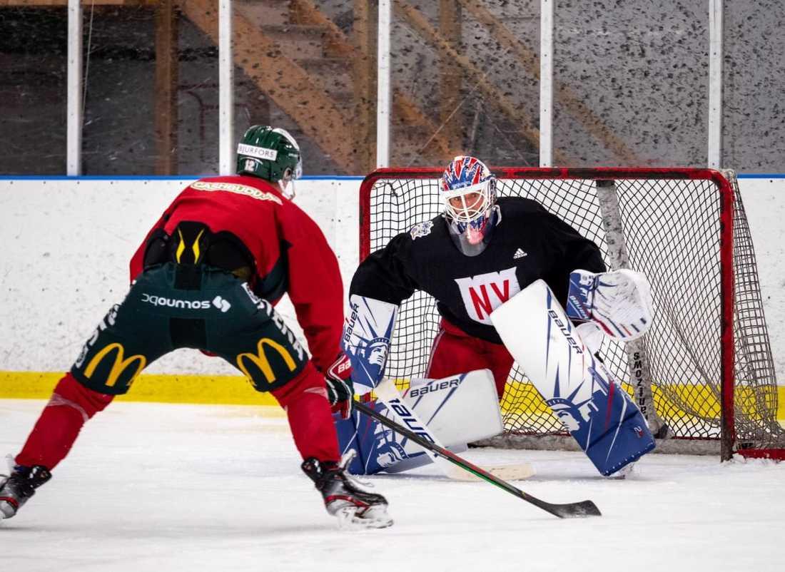 New York Rangersmålvakten Henrik Lundqvist tränar med Frölunda i Göteborg.