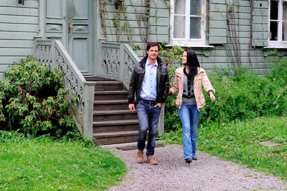 2011 Prins Carl Philip och Sofia framför deras nya hem på Djurgården.