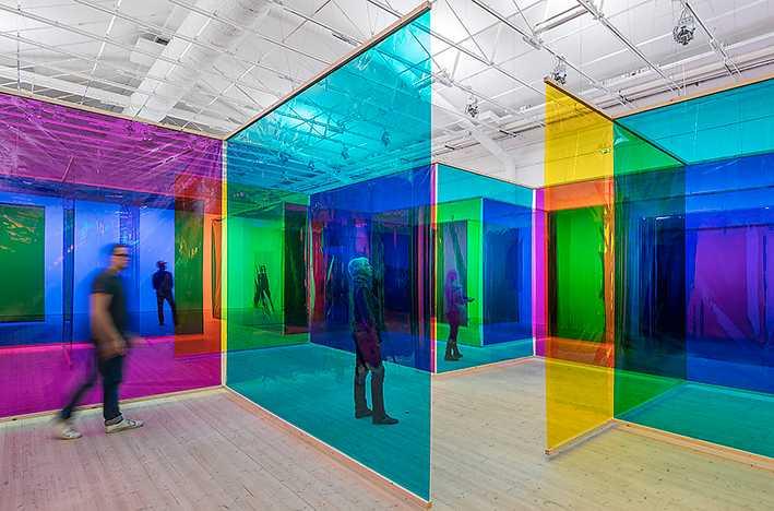 """Luriga labyrinter I Olafur Eliassons labyrintverk, """"Seu corpo da obra"""" (Your body of work), 2011, är besökarnas kroppar med om att forma rummen."""