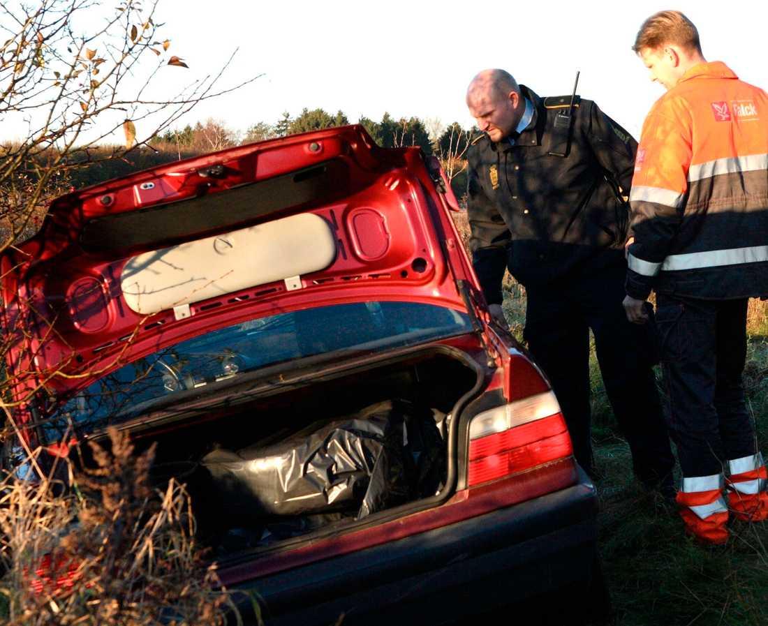 Vansinnesfärden tog slut när polisen prejade ner bilen i ett dike.