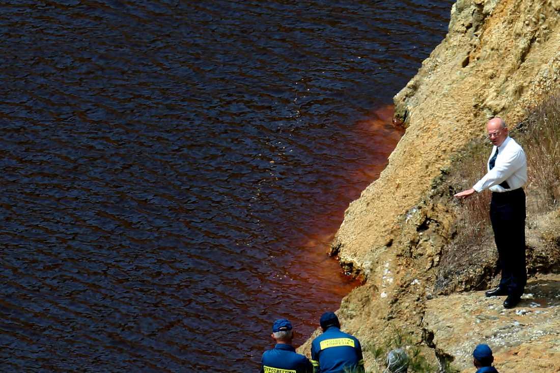 Räddningstjänsten och utredare söker intensivt efter kvarlevor från fler offer.