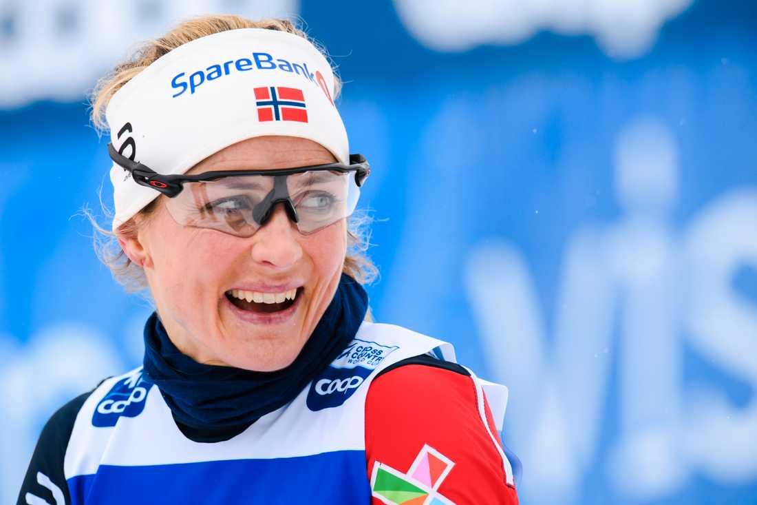 Therese Johaugs pik mot de norska fansen.