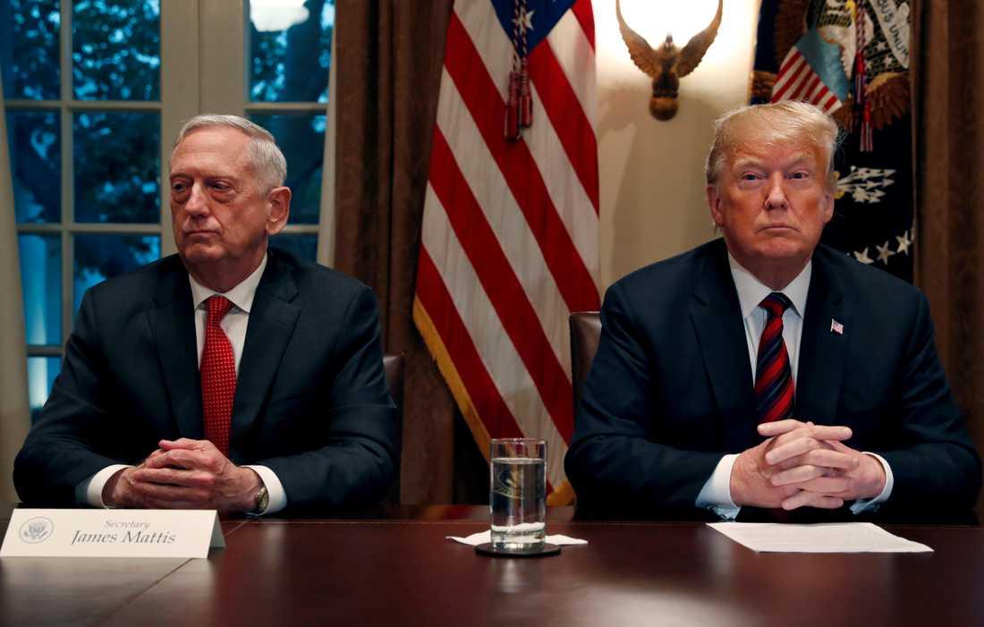 USA:s förre försvarsminister Jim Mattis och president Donald Trump.