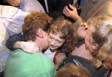ÄNTLIGEN FRI I augusti 1996 fritogs Sabine Dardenne av polisen och fick träffa sin mamma igen. Den då 12-åriga flickan hade under 79 dagar hållits inlåst och torterats av pedofilen Marc Dutroux.