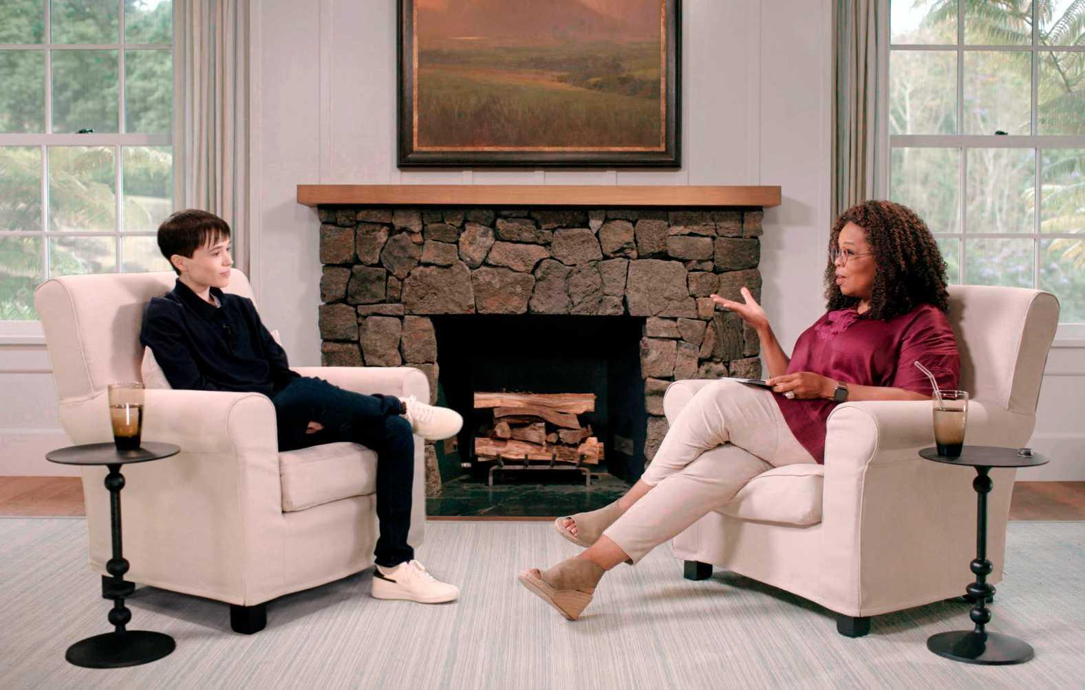 "Elliot Page med Oprah Winfrey under ""The Oprah Conversation"" på Apple TV."