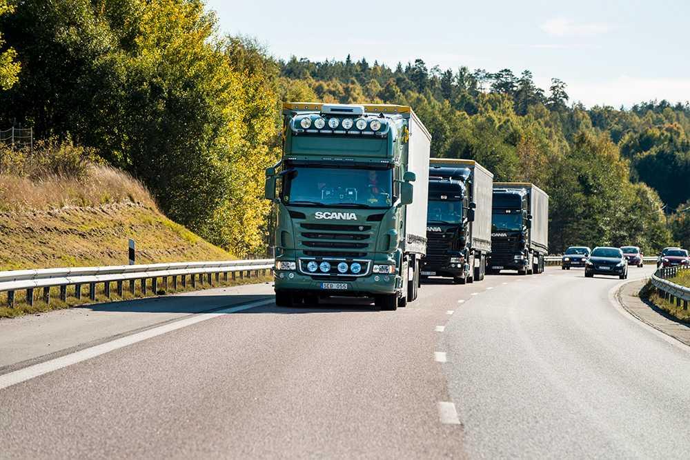 Scania har fått i uppdrag att utforma världens första fullskaliga självkörande lastbilskonvoj.