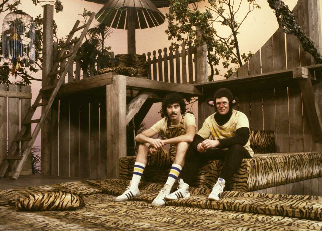 """Lasse Åberg och Klasse Möllberg som Trazan Apansson och Banarne under en inspelning av SVT:s barnprogram """"Trazan & Banarne"""" i november 1980. Arkivbild."""