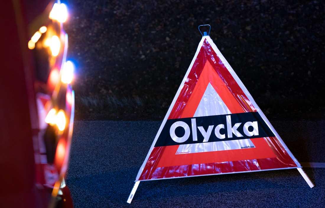 En person misstänks för grovt vållande till kroppsskada efter en trafikolycka utanför Norrköping.