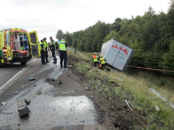 Trafikolyckan Föraren av lastbilen körde i full fart långt inne på vägrenen och körde in i djurambulansen i på E 6:an utanför Helsingborg, 12 september 2014.