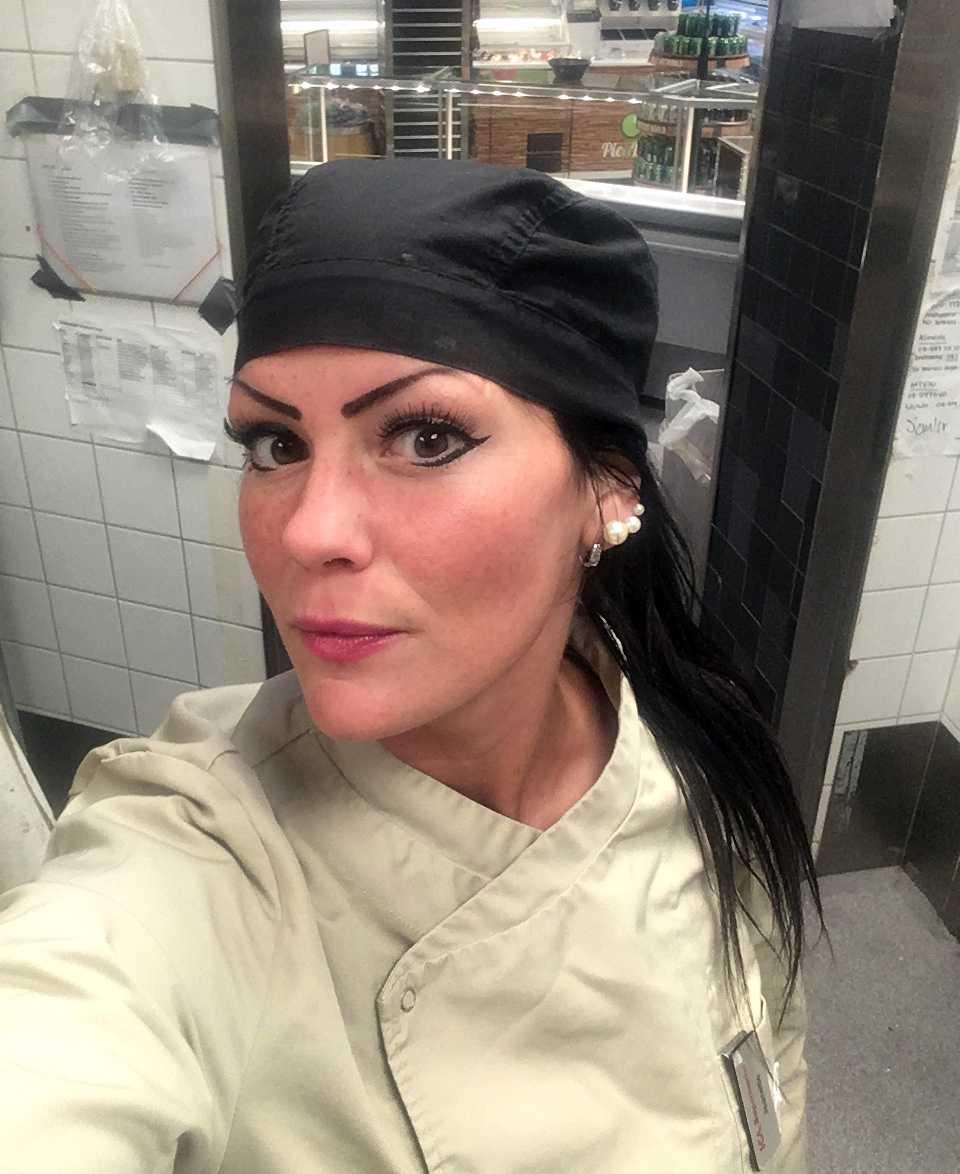 """Jeanette Danielsson fick höra att hon hade """"två tummar ner"""" på sin profil."""