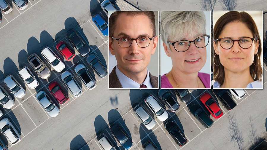 Kostnaderna för parkering får konsekvenser i flera led. Det blir i många fall svårt för byggherrar att räkna hem välbehövlig nyproduktion. Vid inflytt får de boende betala för parkeringen, oavsett om de har bil eller inte, skriver Oskar Öholm, Marie Linder och Johanna Sandahl.