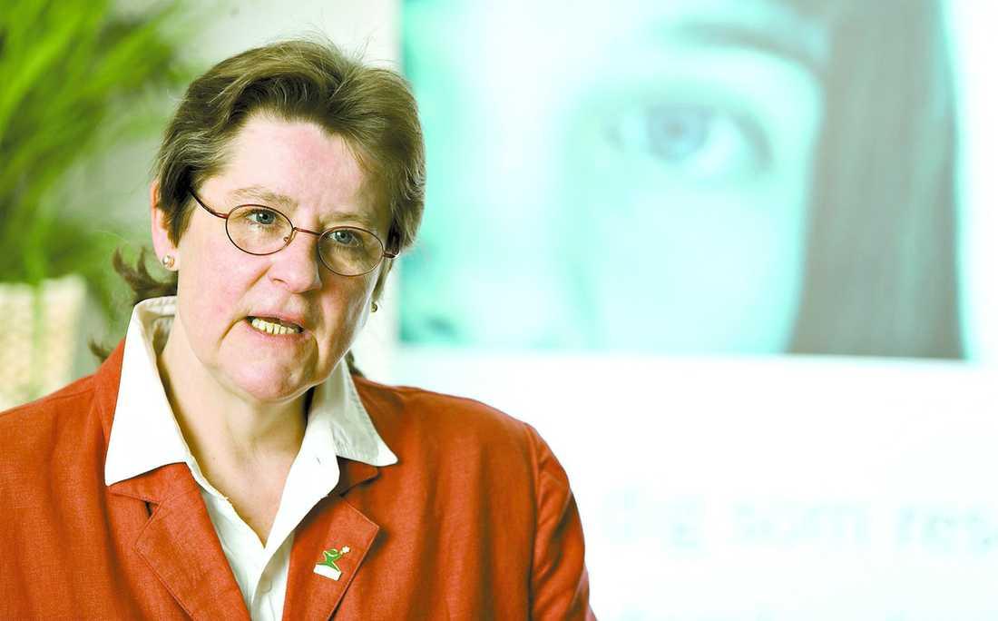 """""""FLER BARN UTSÄTTS"""" Helena Karlén, generalsekreterare på organisationen Ecpat, reagerar starkt mot Tele2:s vägran att skriva under avtalet."""