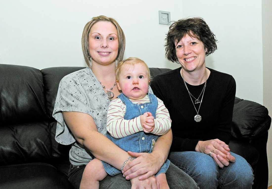 Sann vänskap Rebecca Swaine var infertil redan som sextonåring och producerade inga egna ägg. Lindsey O'Brien hade opererat bort sin livmoder men bidrog med sina ägg för att väninnan skulle kunna få ett eget barn. I dag är resultatet, dottern Jessica Wilson, 17 månader gammal och sin mammas solstråle.