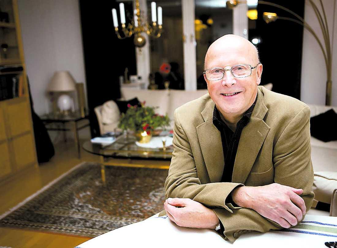 redan rik Åke Persson är generös. Hans personal ska få företagets vinst de närmaste åren. Själv har han sitt på det torra.