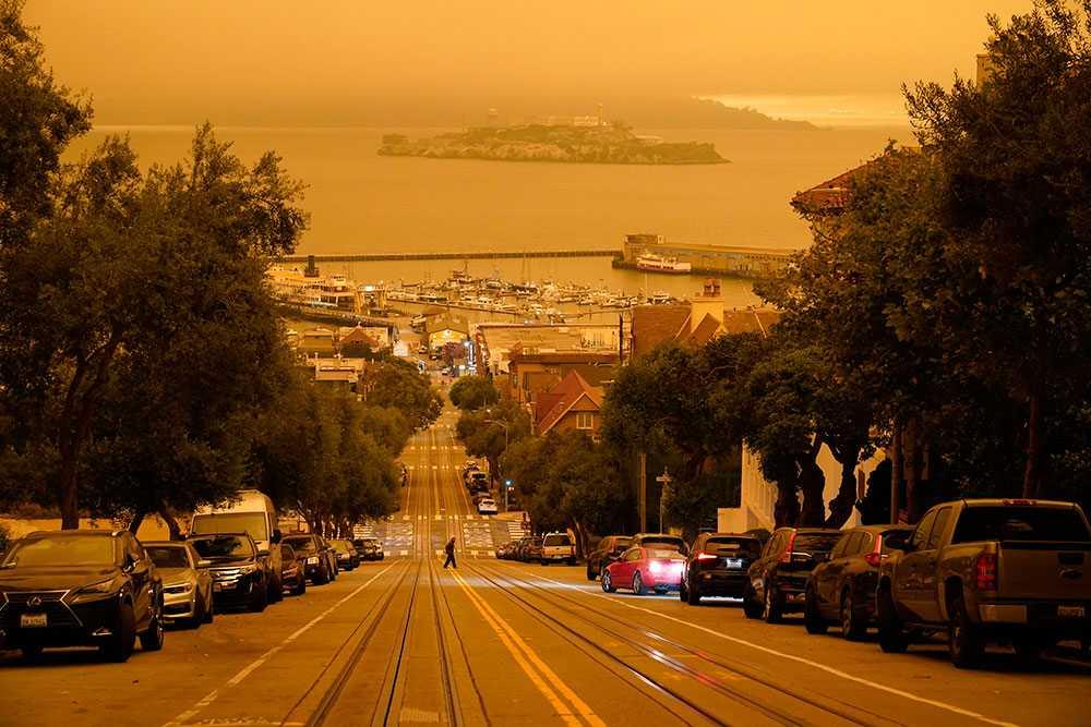 Dunkelt mitt på dagen i San Francisco den 9:e september, av brandröken från bland annat Oregon.