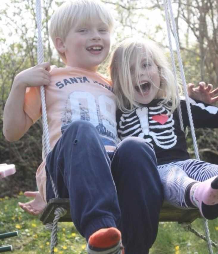 Linnea och hennes storebror – som hon ser upp till.