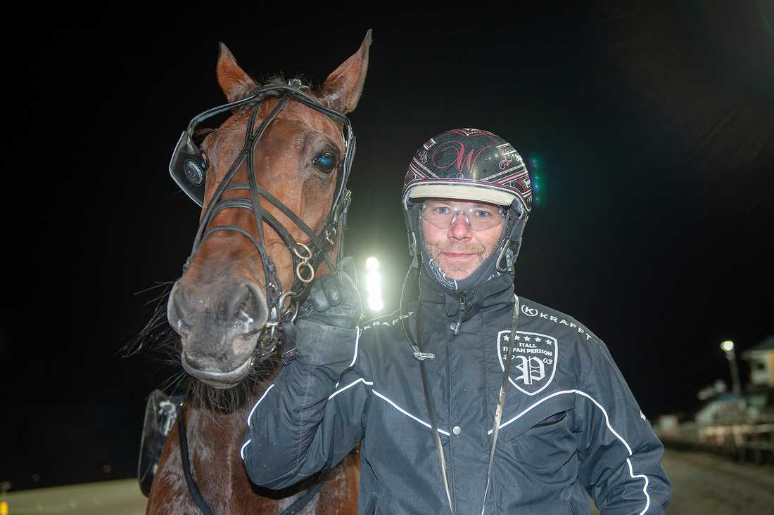 Stefan Persson tillsammans med Wingait C.H.