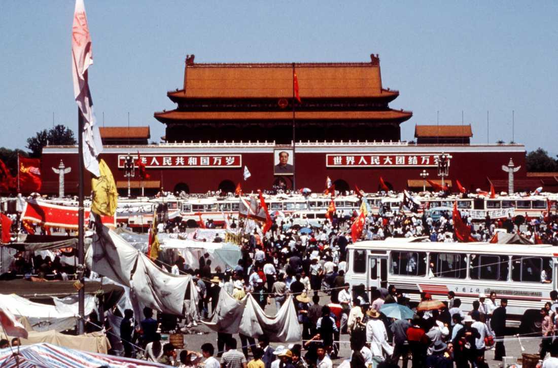 Obs! Obehaglig bild från massakern härnäst, ej för känsliga. Här från demonstrationerna i Peking 1989.