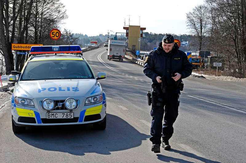 STÖRTADE MOT DÖDEN De två unga männen var på flykt från polisen när det beordrades att Hjulstabron skulle öppnas – för att få slut på jakten.